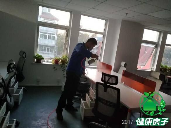 办公室除甲醛治理施工中